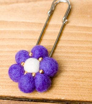 フェルトのお花ブローチ (ピン付き)の個別写真