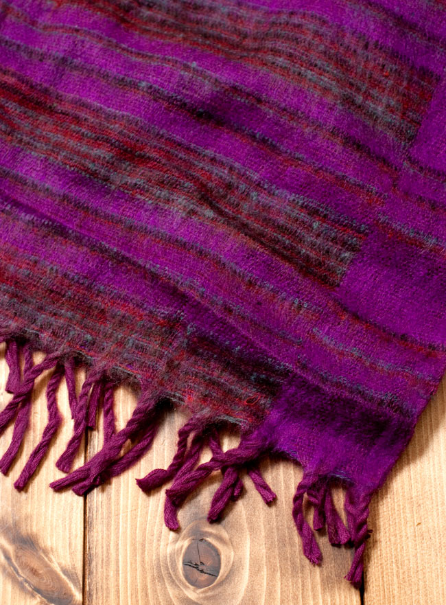 〔210cm×100cm〕インドのふわふわボーダー柄大判ショール - 紫×茶色系2-縁の部分の写真です\