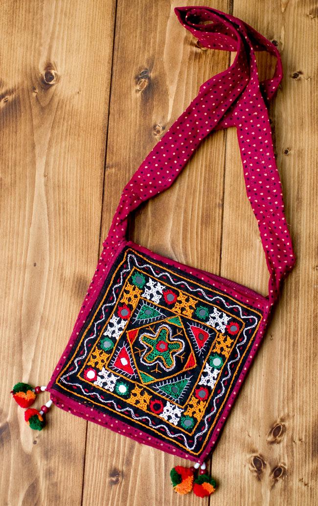 カッチ刺繍のポシェット - しかく型