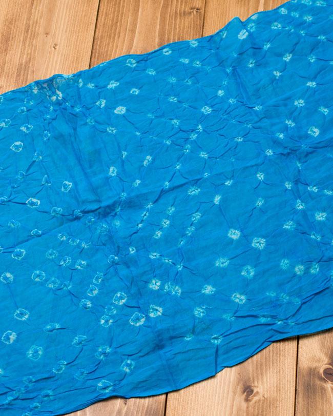 インドの絞り染めドゥパッタ - 水色2-広げてみました。くしゃっとした質感が暖かく空気を取り込んでくれます。\