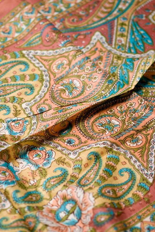 インド伝統柄のコットンスカーフ - マロンの写真2-模様を見てみました。エスニカルな意匠が素敵です。\