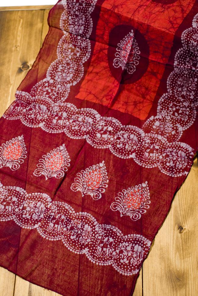 インドのバティック染めスカーフ - えんじ&オレンジの写真