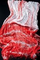 インドの薄ショール クリンクル タイダイドゥパッタ - 薄赤の個別写真