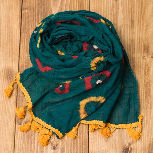 大きな模様の絞り染めドゥパッタ - グリーン&赤・黄の写真