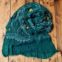 あなたが完成させる 伝統の絞り染めストール バンデジ - 青緑の個別写真