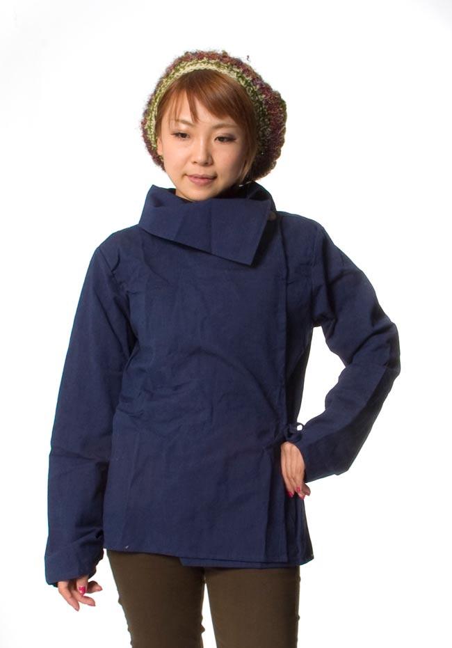 ウッドボタンのカシュクールジャケット 【紺】の写真