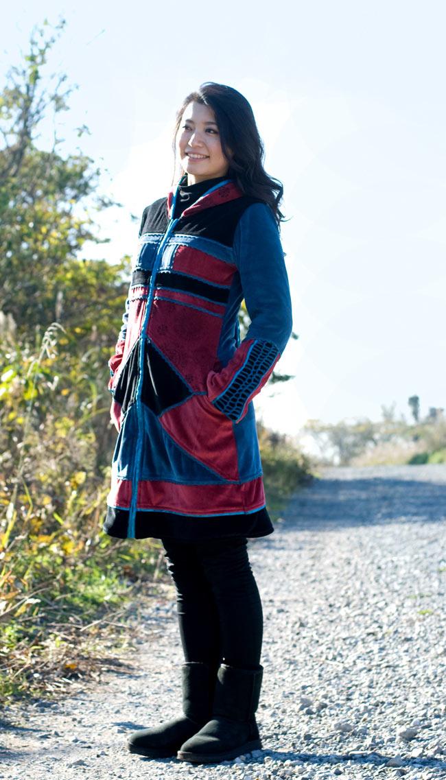 ベルベット生地のパッチワーク・トライバルコート2-スッキリしたラインでとても綺麗に着れますよ。\
