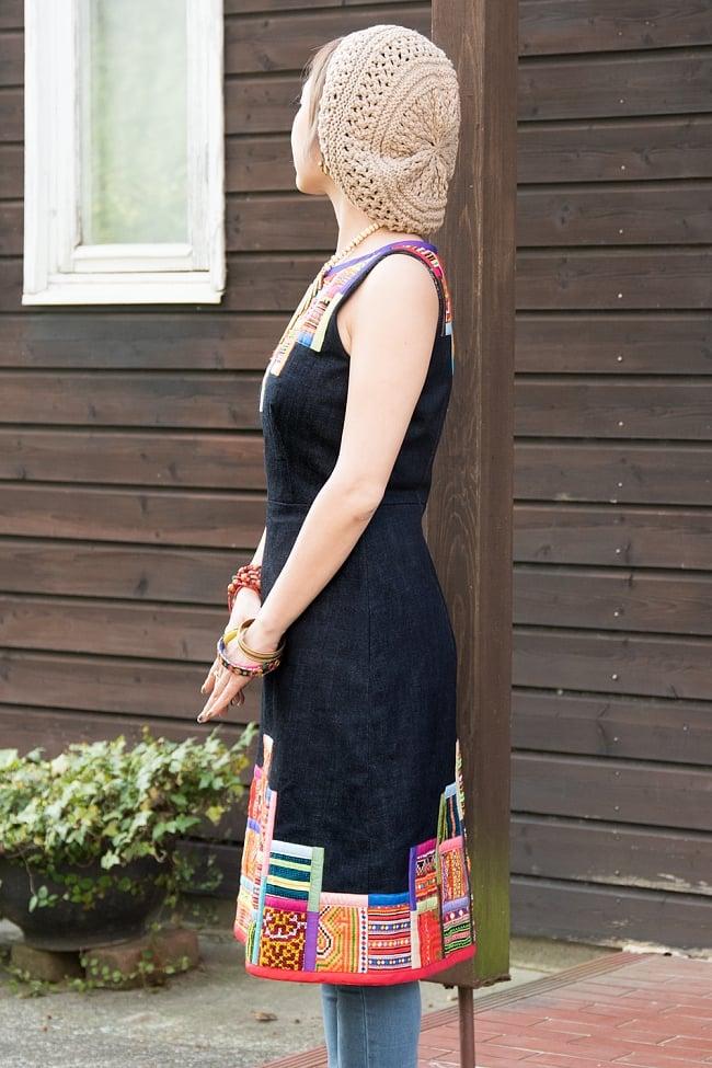 【1点もの・CHULA】モン族刺繍のワンピース デニム生地2-横から見てみた姿です。\