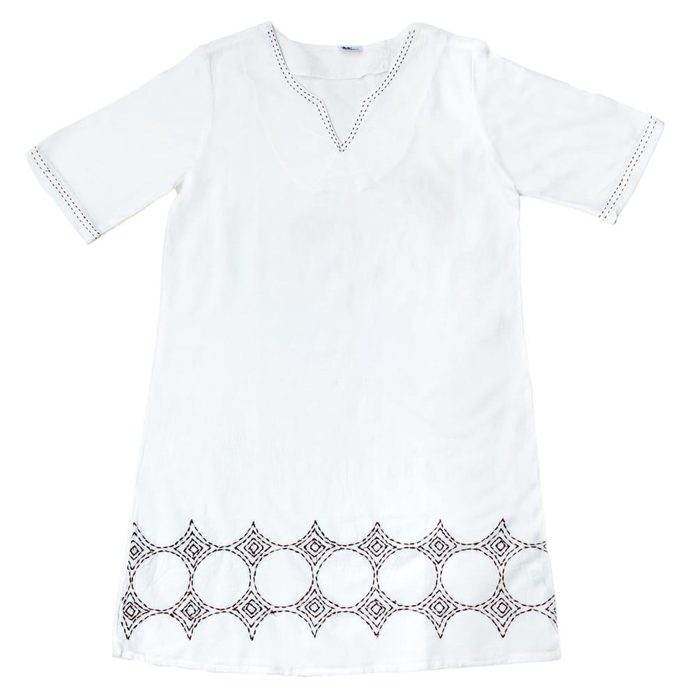 シンプルホワイトクルティ 白い生地に映える色付き刺繍の個別写真