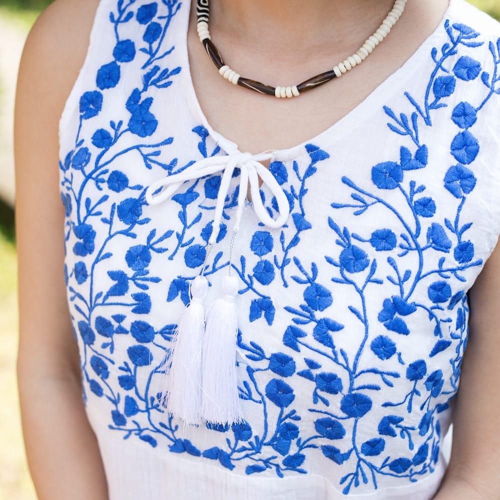 ガーゼ生地の更紗刺繍ノースリーブクルティ タッセル付きの個別写真