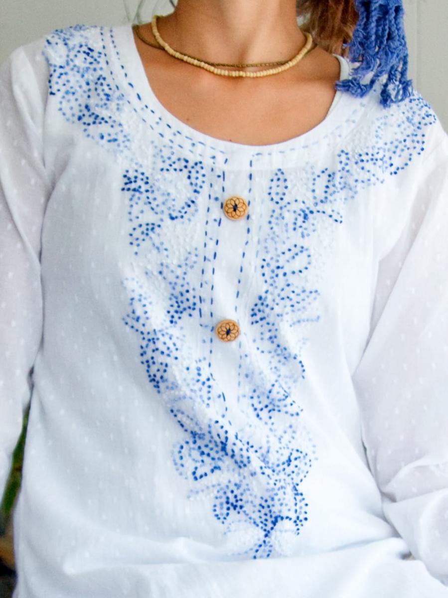 インナー付きが嬉しい!ホワイトドット生地の刺繍クルティの個別写真