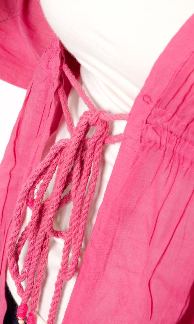 長袖フロントオープンコットンシャツ 【ピンク】の写真2-胸の下は紐で結んでいただくデザインです。\