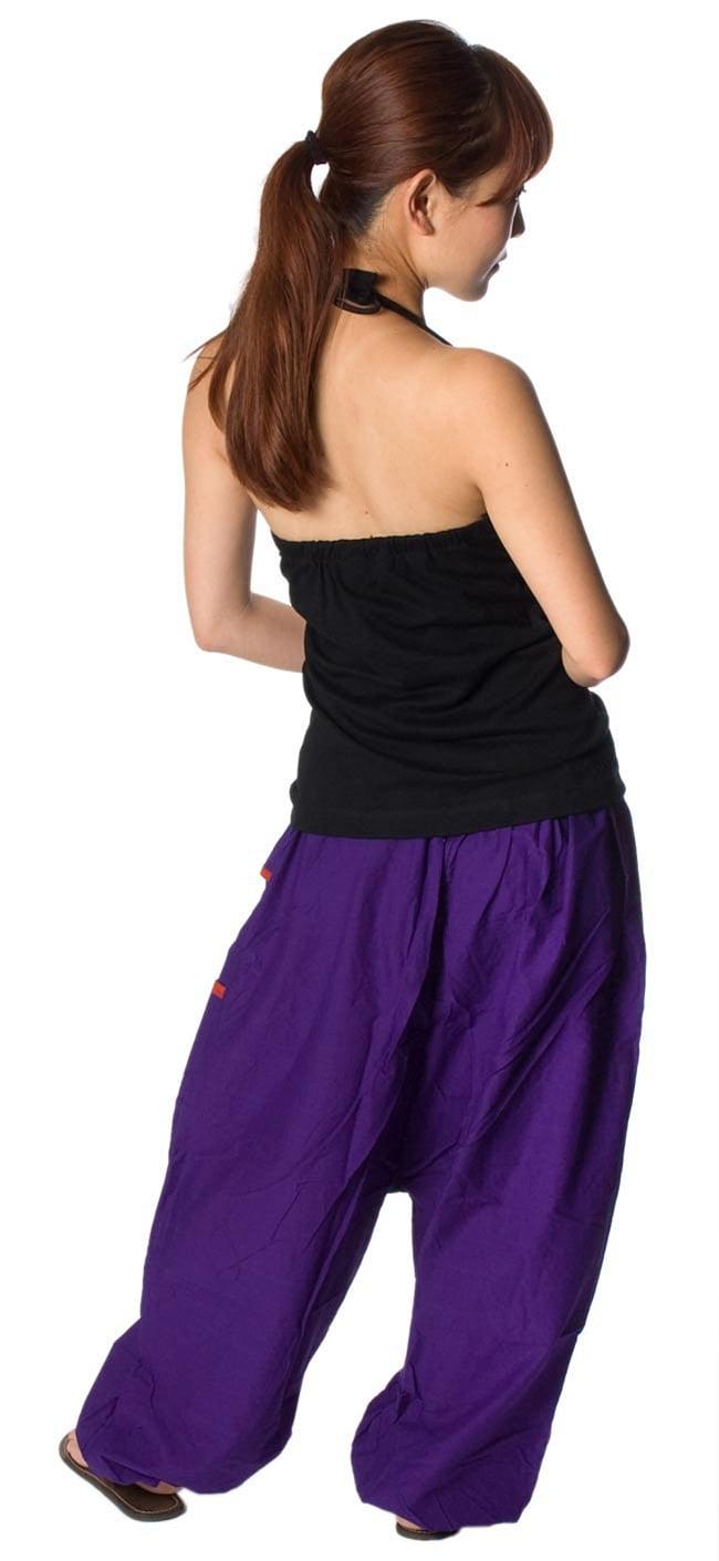 ライン入りアラジンパンツ - 紫2-後ろ姿はこんな感じです。\