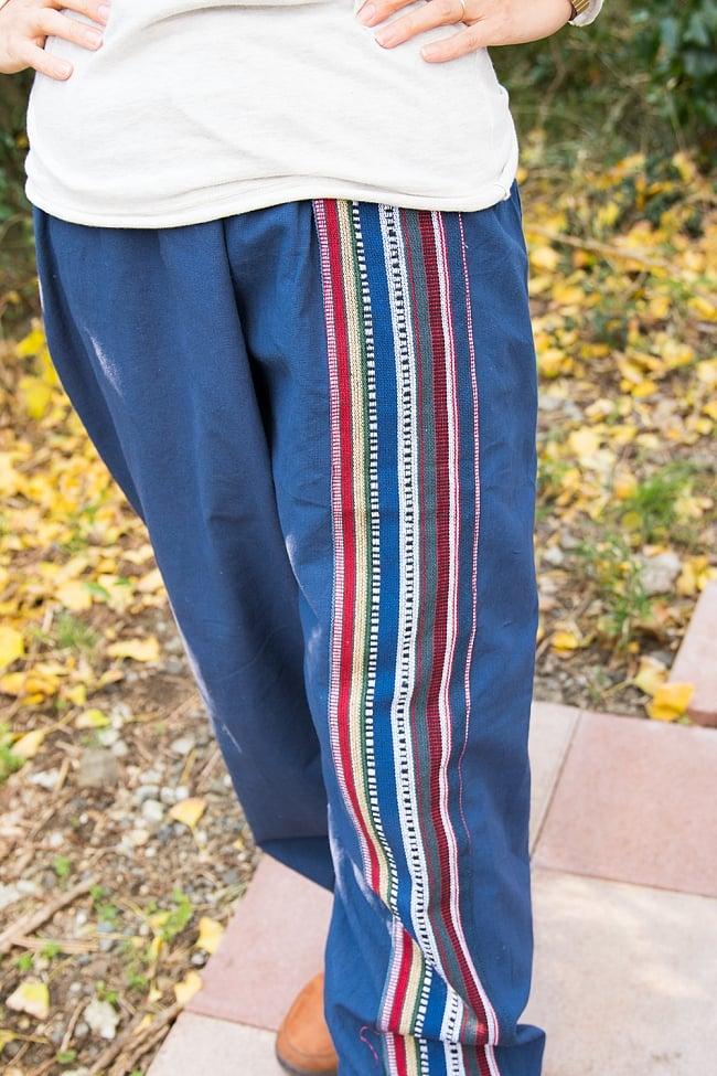 ネパールゲリのアフガンパンツ 【青】の写真2-側面にはネパール独特の布地が用いられています。可愛いですね!\