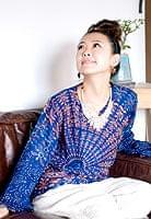 長袖ウッドブロックプリントシャツ - 紺の個別写真