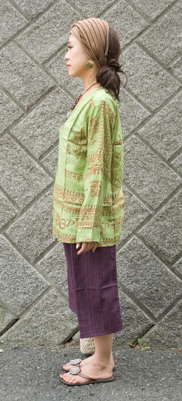 長袖Vネックラムナミシャツ - 緑豆 の写真2-横からの姿はこんな感じです。\