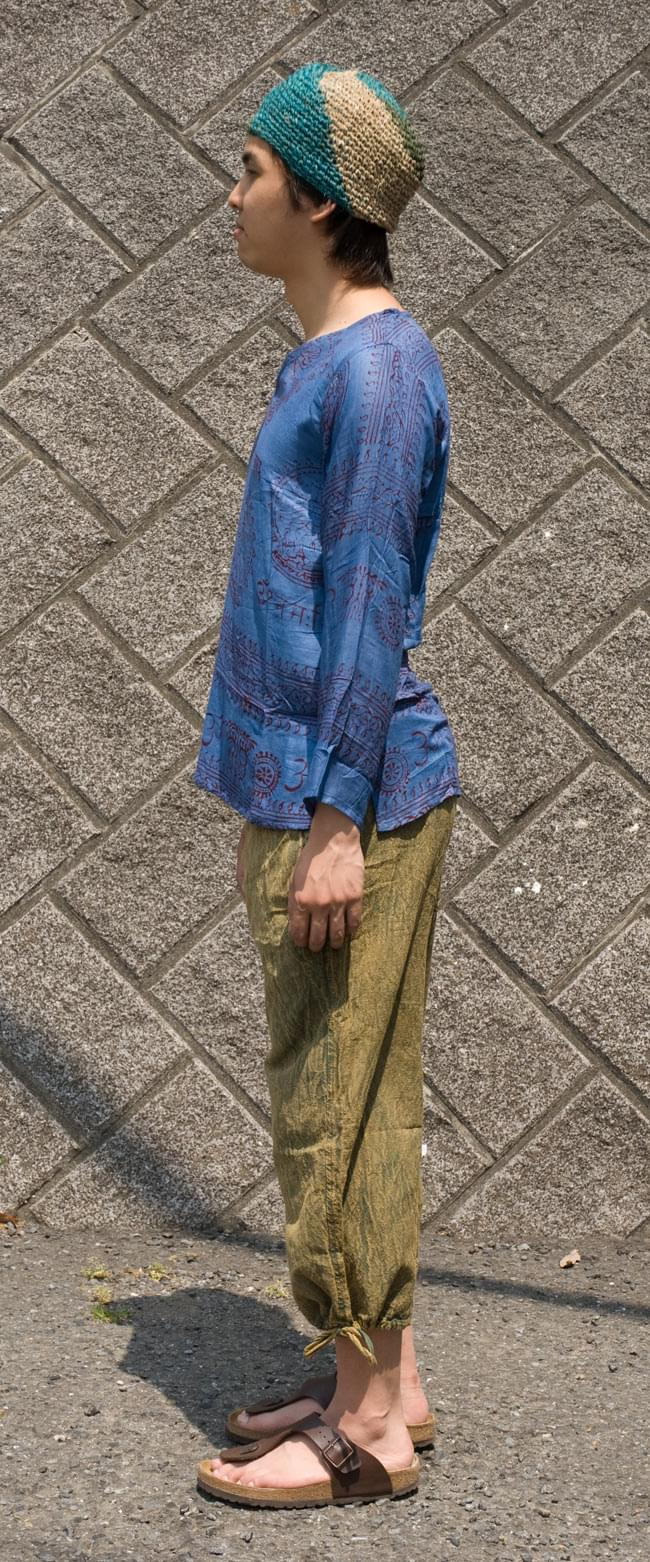 長袖Vネックラムナミシャツ - 青2-横からの姿はこんな感じです。\