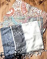 〔200cm×70cm〕インド更紗 伝統チンツ柄ストール - 白・グレー系アソートの個別写真
