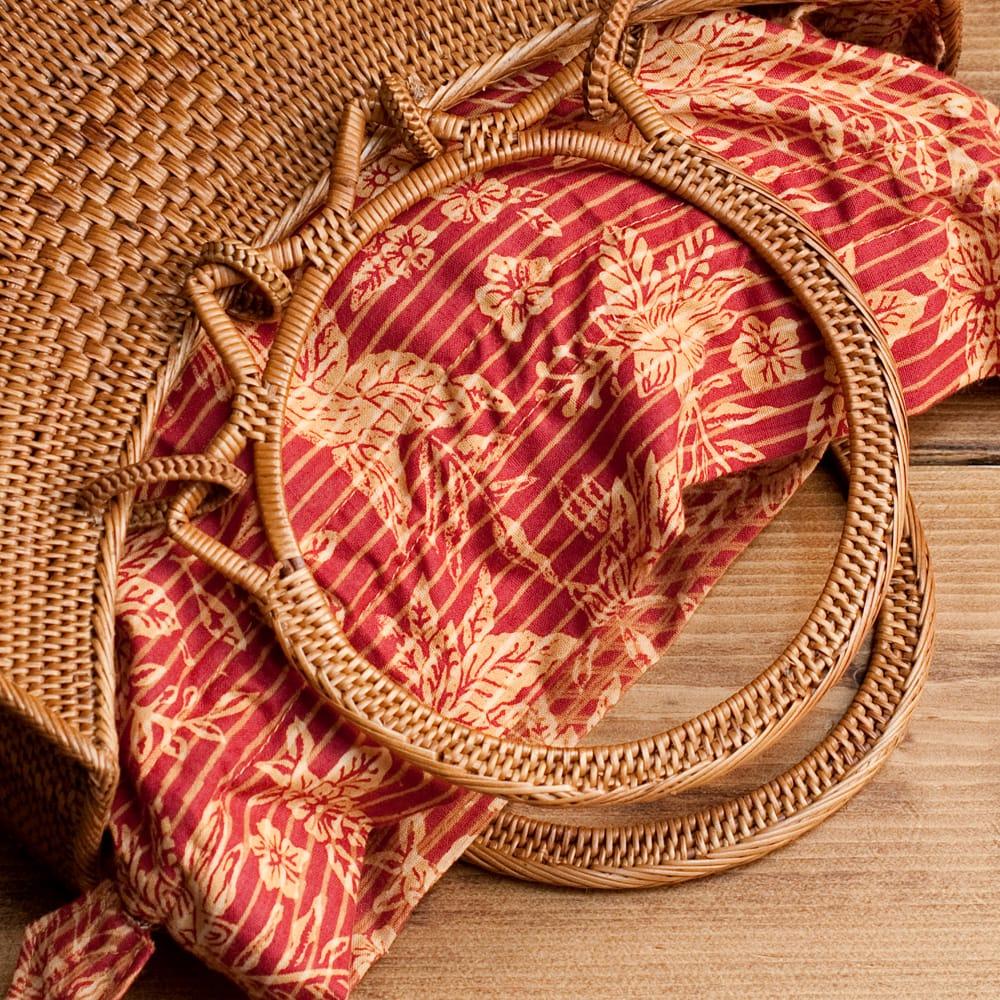 アタかご巾着付き月型バッグ 発祥の地トゥガナン村で手作り【約21cm x 29cm 】の個別写真