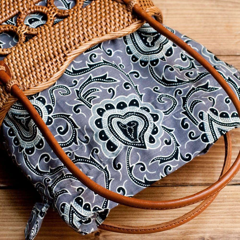 アタかご 巾着バッグ ココナッツボタン付き 発祥の地トゥガナン村で手作り【約19cm x 19.5cm】の個別写真