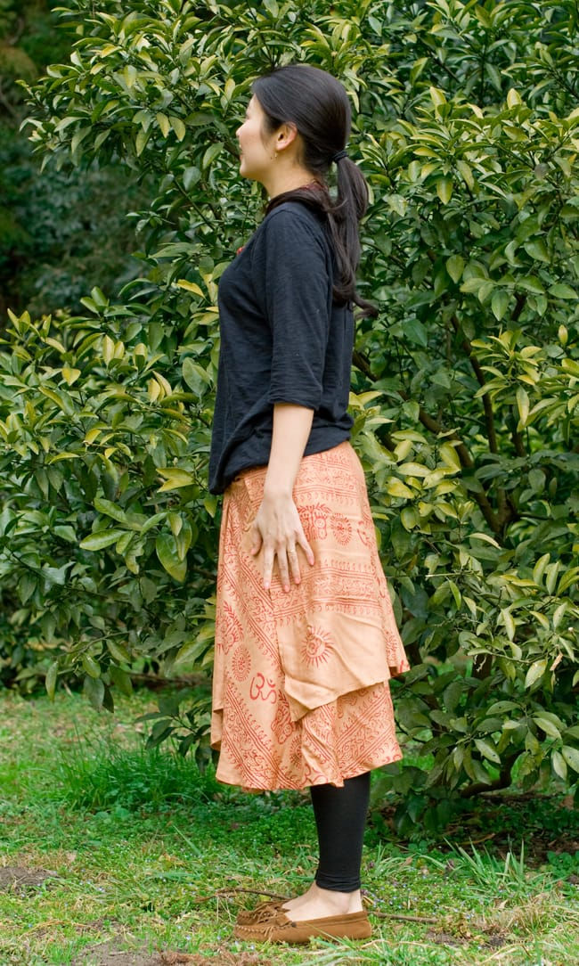 ラムナミフェアリー巻きスカート 薄茶の写真2-横から見たらこんな感じです。\
