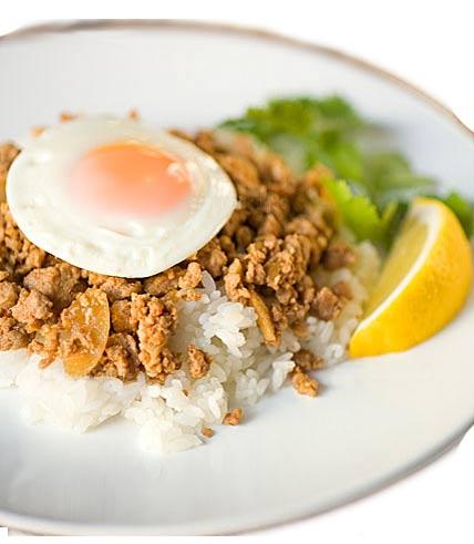 ガッパオ-鶏とバジルの炒め物の写真