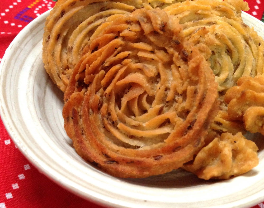 MURUKU(ムルク)のレシピ ,TIRAKITA レシピ  インドのお菓子
