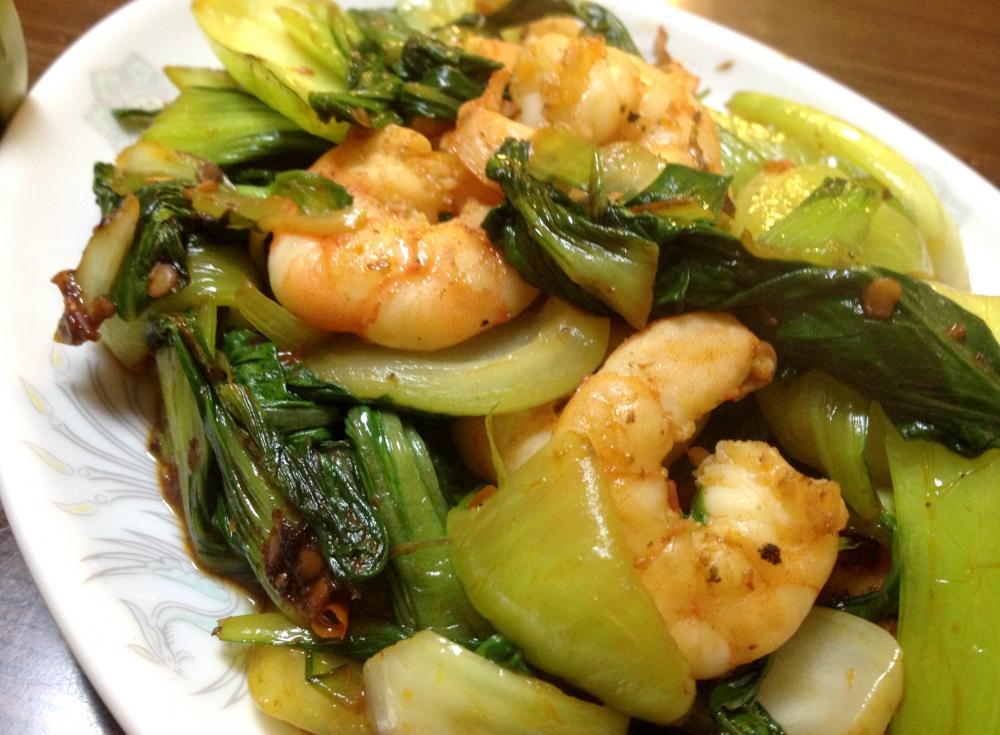 青梗菜とエビのサンバルテラシ炒めの写真