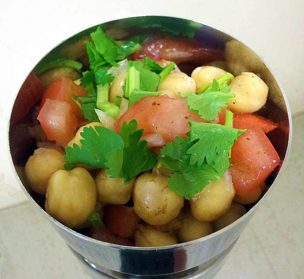 ひよこ豆のサラダ(チャナ・チャトパタ)の写真