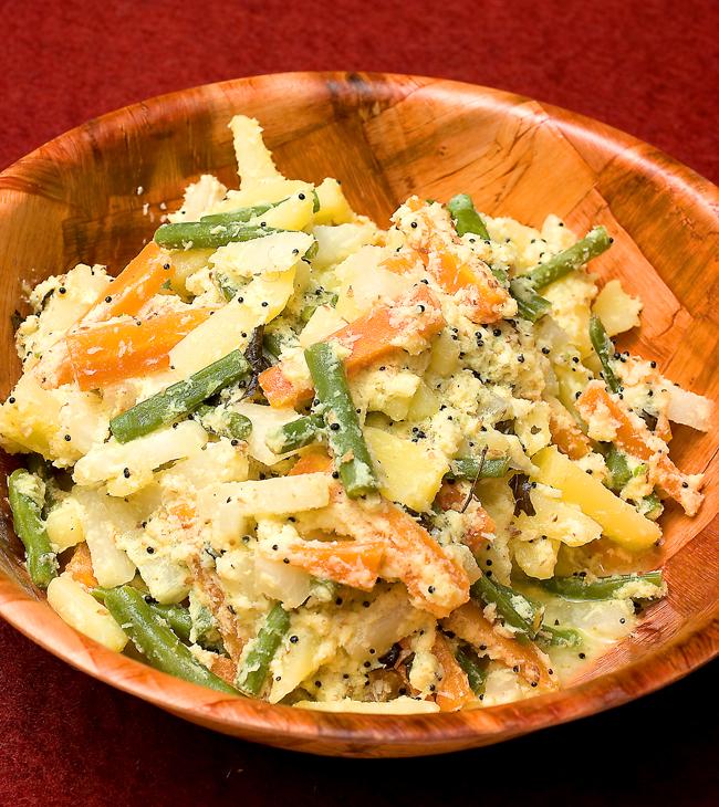 アヴィヤル(野菜のココナッツ・ヨーグルトソース煮)の写真