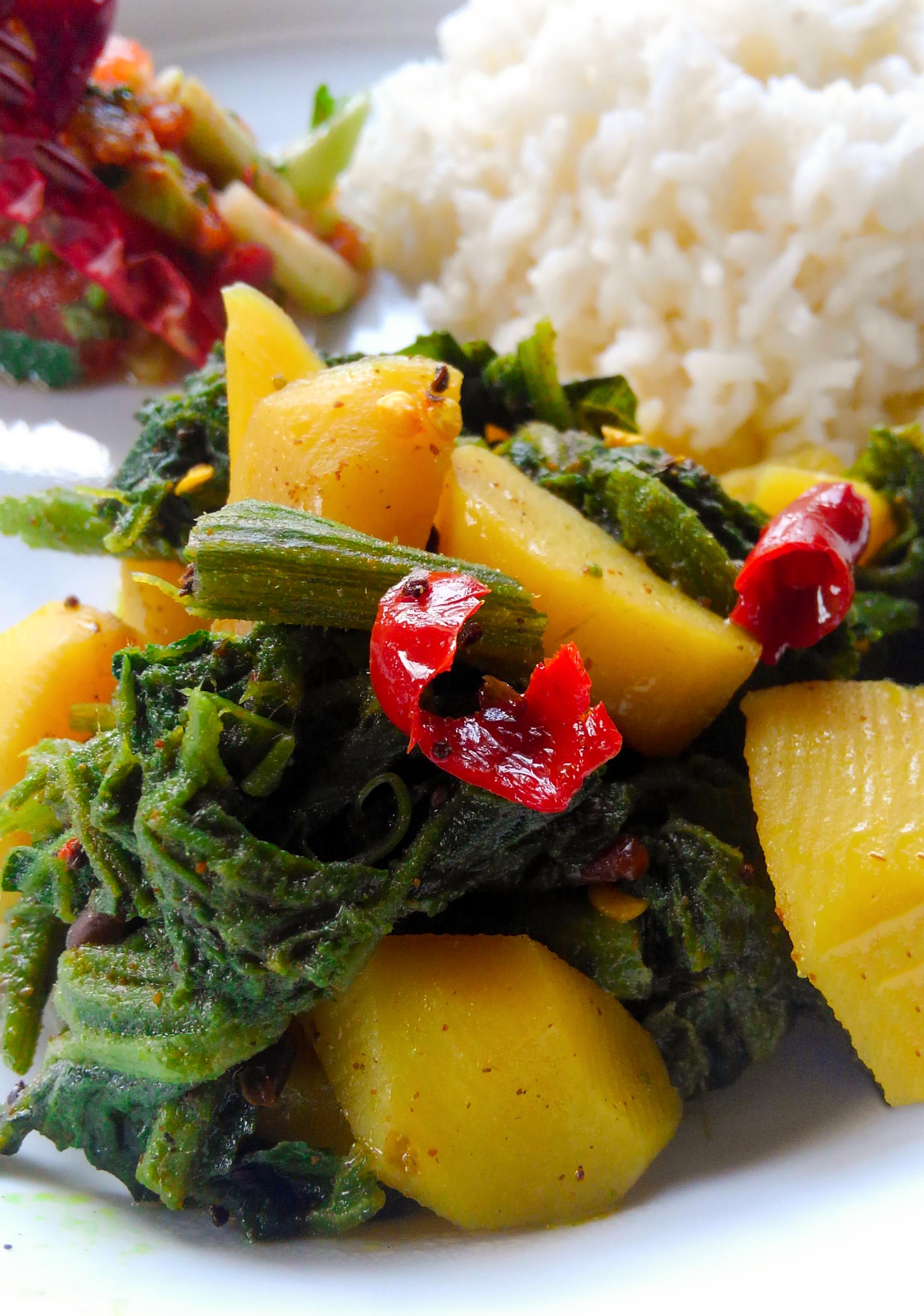 カボチャの葉とジャガイモのタルカリの写真