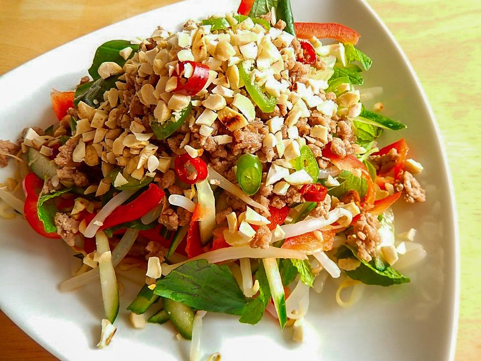 ラオス風サラダの写真