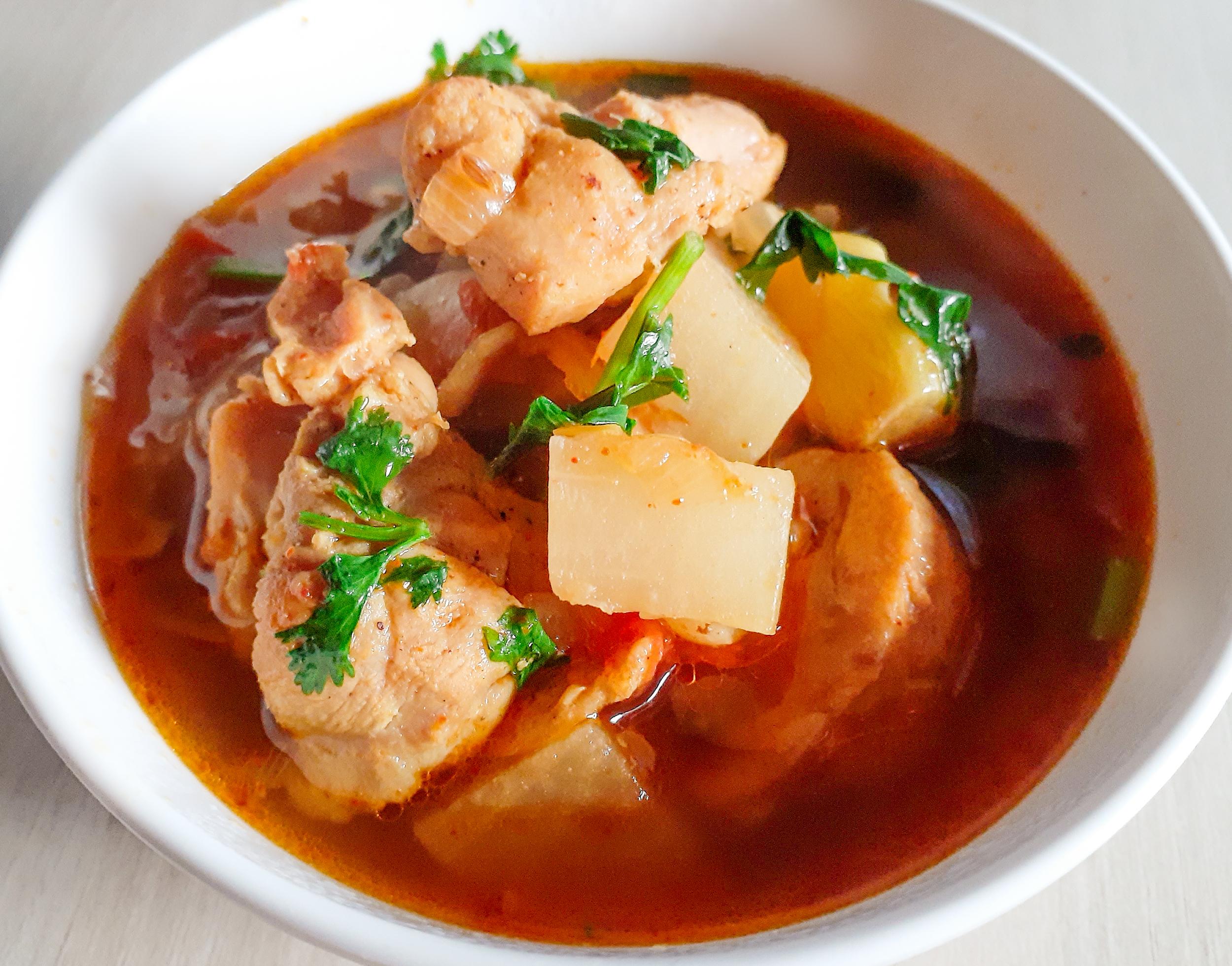 ネパールの鶏肉と大根カレーの写真
