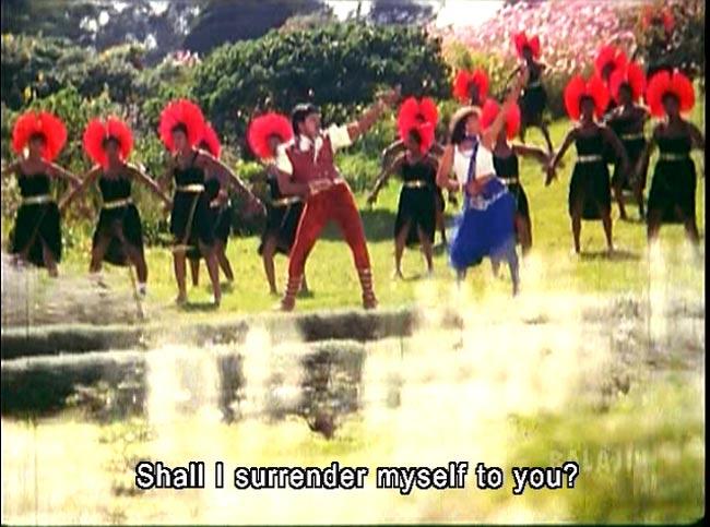 [テルグ語映画]ATTAKU YAMUDU AMMAIKI MOGUDU 6 - 火星人みたいな人達も踊ってます!