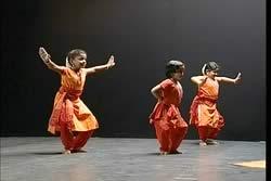 Learn Bharatanatyam - Natya Vardhini - Adavus, Alarippu and Jatisvaram [DVD] -