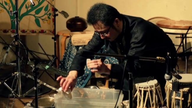 JUNZO TATEIWA SOLO Live At Otoya-Kintoki(2015.7.4SAT) [DVD] 3 - 最初は水が楽器として使われています