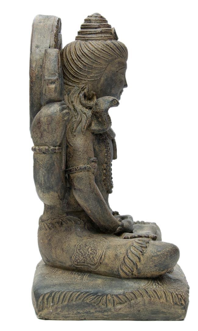 バリのアンティーク風石像 - シヴァの写真3 - 横から写しました