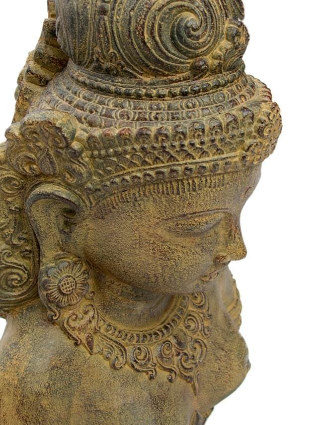 バリのアンティーク風石像 - ターラー菩薩の写真2 - しっかりとした作りで雰囲気があります