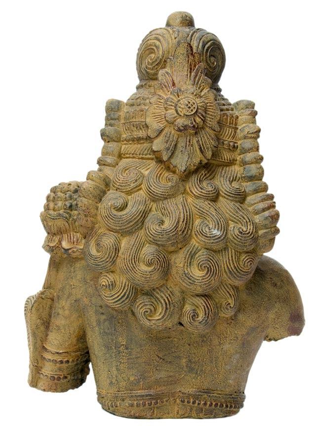 バリのアンティーク風石像 - ターラー菩薩の写真4 - 後ろからの写真です