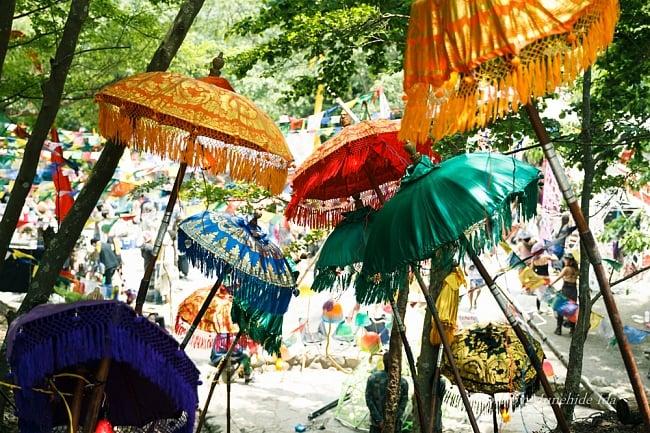 [E-TICKET版]インド系野外フェス - DANCE OF SHIVA2017の写真8 - アジアの傘で彩られる会場