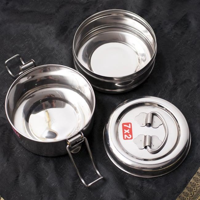 2段インド弁当箱 【直径:約11.5cm 高さ:約9.5cm】 - 7x2 6 - 一段目にライスとチャパティやサブジ、上段にカレーやダールを入れるなど楽しみが広がりそうです