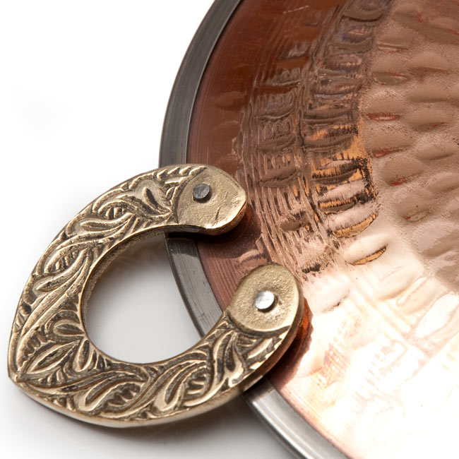 タヴァ(直径:18cm程度) 5 - 銅の打ち出しが美しい色彩を描きます