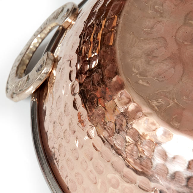 カダイ [装飾持ち手付](直径:約15cm)の写真5 - 打ち出し銅のパターンが綺麗です