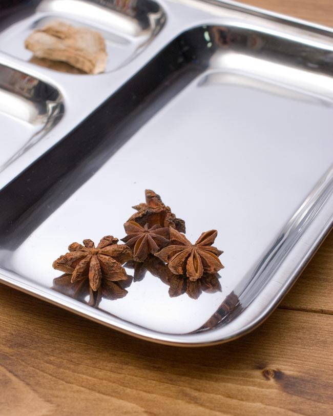 3分割ランチプレート[24.5cm]  4 - 大きなスペースにはご飯やチャパティを入れるのに使います。