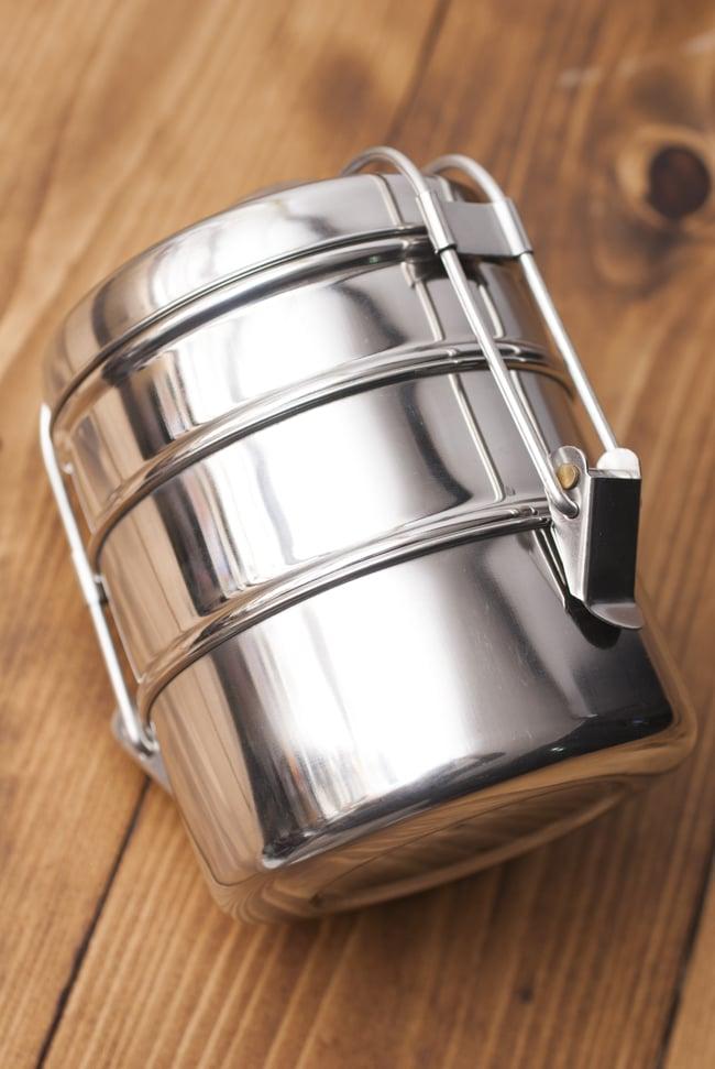 3段インド弁当箱 【直径:11cm 高さ:13.5cm】の写真3 - 横からみるとこんな感じ。シンプルで好感の持てるたたずまい