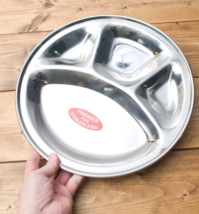カレー丸皿【31.5cm】良品質 6 - 手を添えるとこれくらいの大きさです。