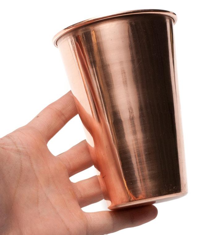 【祭壇用】銅製ラッシーグラス 【高さ:約11.7cm】 5 - サイズ比較のために手に持ってみました