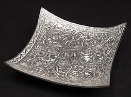 シルバーメタルの飾り皿 四角平ら