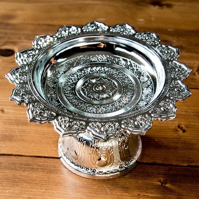 タイのお供え入れ 飾り皿 ゴールドとシルバー〔高さ:約10.5cm 直径:約20cm〕 7 - 【選択:B】シルバーの写真です。
