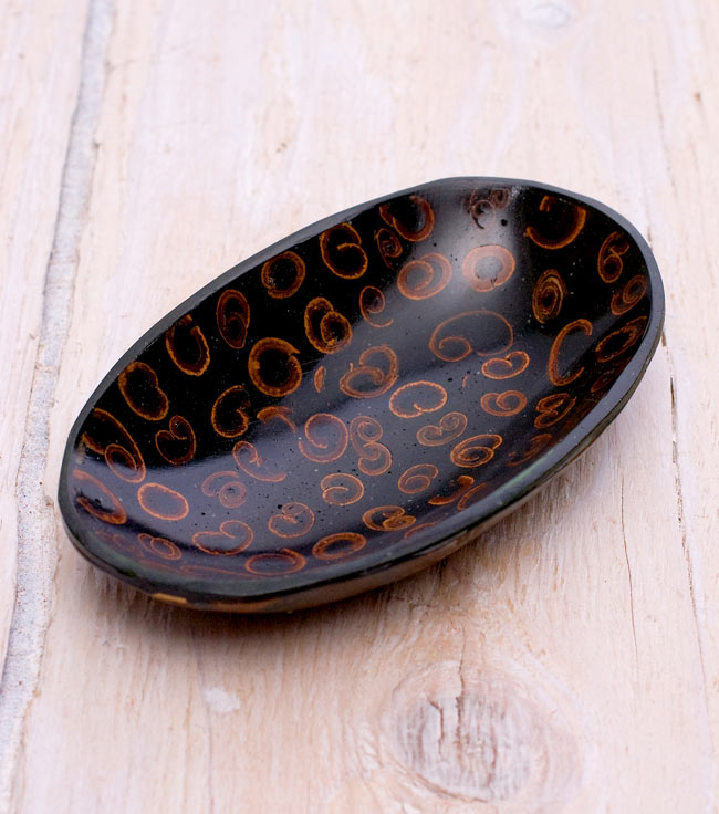 バリのシナモン飾り皿 楕円小皿 の写真
